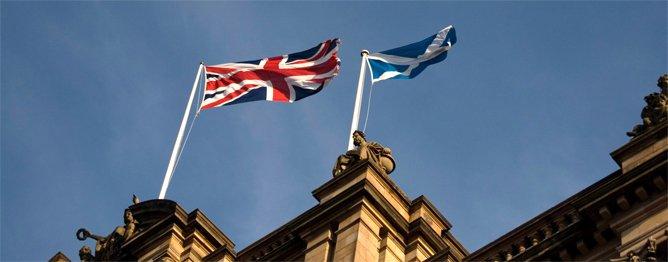 Flaggen des Vereinigten Königreichs und Schottlands
